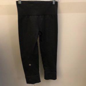 lululemon athletica Pants - Lululemon black crop legging, sz 2, 70291